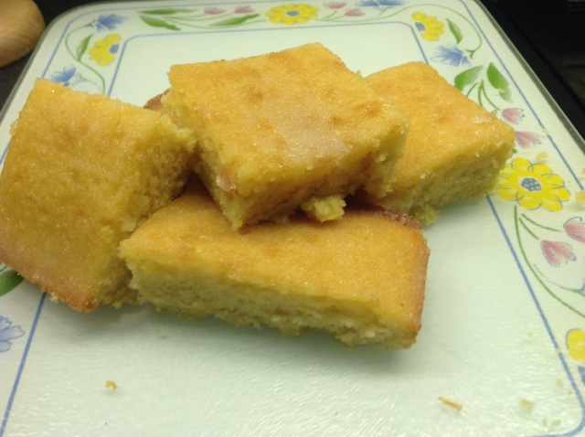 Mmmmmmm !! Home-made Lemon Drizzle Cake