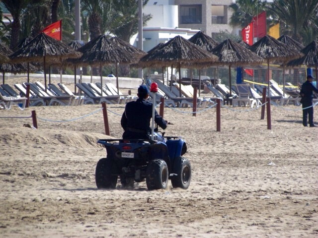 Or you can watch others working !! Not a bad job for an Agadir Policeman !!